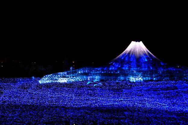 写真: 『文明の霊峰』