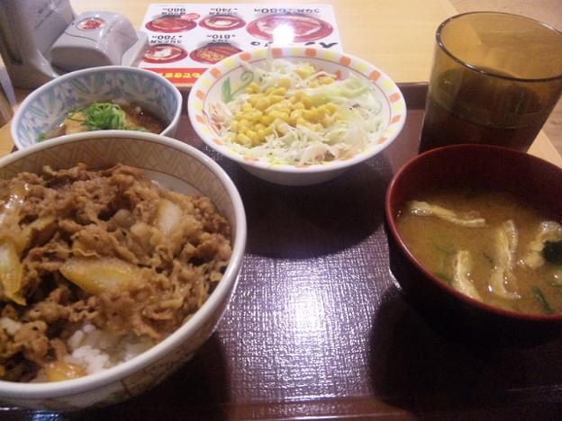 Photos: すき家で、ポン酢おろし牛丼食べた。これは、好き嫌い分かれそう。俺...