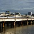 上淀川橋りょうを渡る583系急行きたぐに