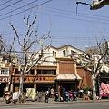 Photos: 武夷路のローカルレストランと布団干し(上海)