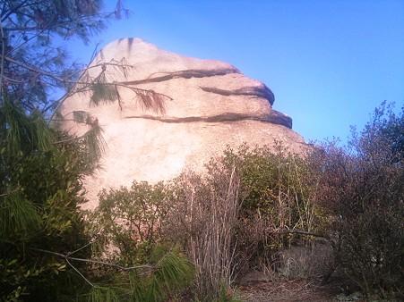にこにこ岩
