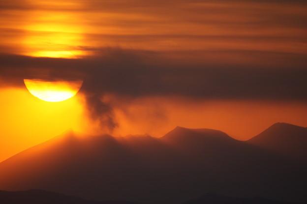 写真: 桜島に沈む夕陽 @ 都城市の金御岳  DSC04116