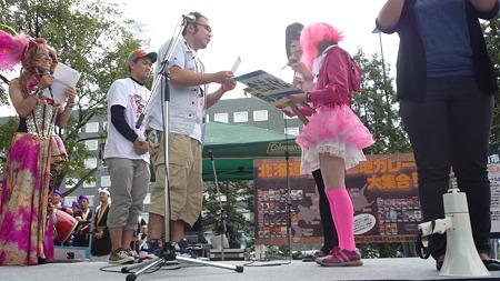 実行委員会賞。髪から靴までピンク色の人。