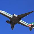 Alitalia 777-200ER Take off !