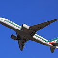 Photos: Alitalia 777-200ER Take off !
