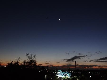 夕焼け空に金星と月