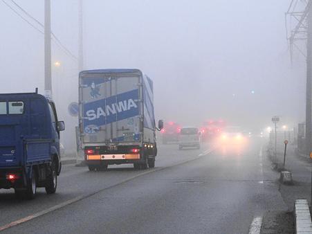 濃霧に咽ぶ国道155号線