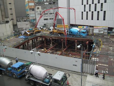 新中経ビル基礎コンクリート打ち