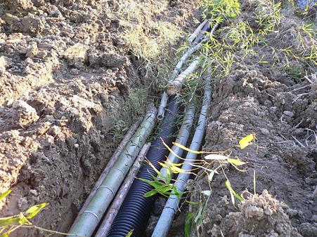 暗渠への排水管、竹の埋め込み