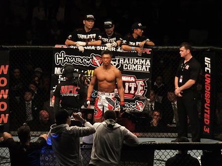 UFC 144 ジェイク・シールズvs秋山成勲 (1)