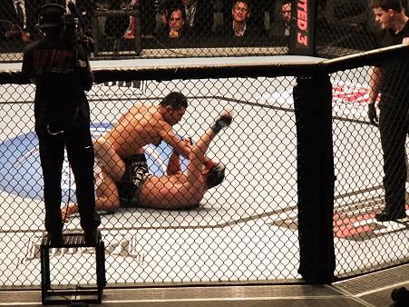 UFC 144 福田力vsスティーブ・キャントウェル (1)