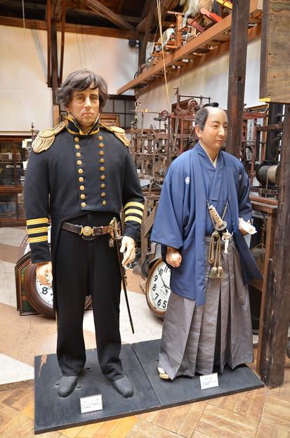 左がペリー提督で右が福山の殿様(の、ろう人形)