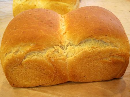 ゴマ食パン。