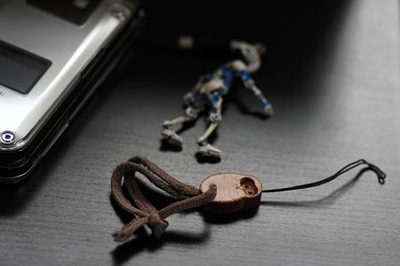 2012.01.17 机 携帯のストラップ