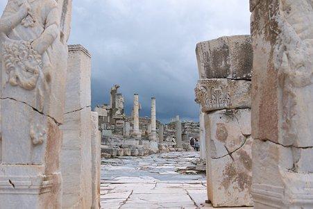 2011.01.23 トルコ 古代都市エフェス ヘラクレスの門からクレテス通