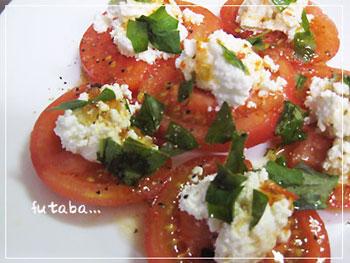 カッテージチーズとバジルのトマトサラダ
