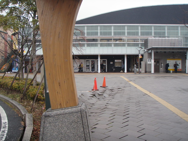 110315 仙台駅東口_P3150248