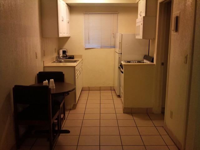 キッチンが着いたカリフォルニア州のとあるモーテル。