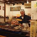 写真: 錦市場 豆せんべい屋さん