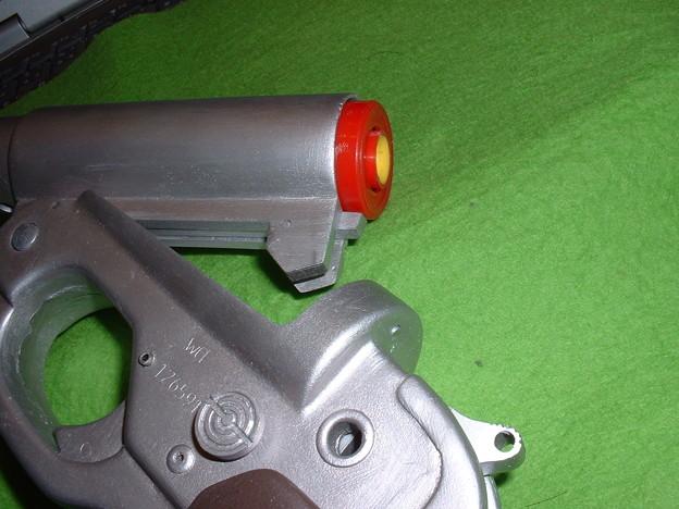 画像…手持ち 癌 住吉(頑 住吉)氏 原型製作 レジンキット「ドイツ軍正式信号拳銃 LP-42」のバレルを 起こした状態