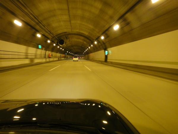 3車線のトンネル