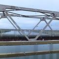 Photos: 橋の上では留まらないで!